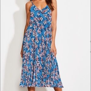 NWT  Midi floral print dress with pleated skirt